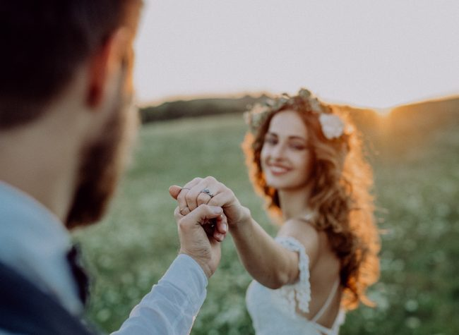 beautiful-bride-and-groom-at-sunset-in-green-natur-PMW9WMM